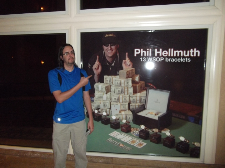 I got my picture with Phil Hellmuth! Well, sort of.
